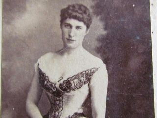 ACTRESS LILY LANGTRY. THERE IS NO PHOTOGRAPHER BACKMARKING