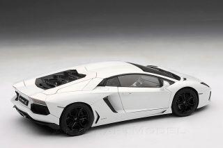 Lamborghini Aventador LP 700 4 2011 Isis White 1 18 Autoart 74663
