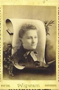 Photo Post Mortem Memorial Lovely Young Woman w Mona Lisa Smile
