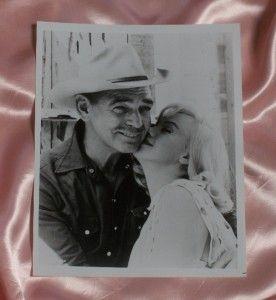 Marilyn Monroe Clark Gable The Misfits 8 x 10 Black White Kiss Photo