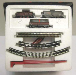 81564 Marklin Z Starter Set with Diesel Loco and 2 Cars