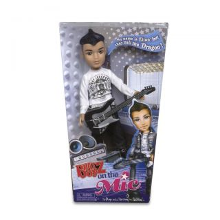New in Box Bratz Boyz on The Mic Doll Moxie Boys with Guitar