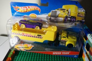 Hot Wheels Speed Team Diecast Truck Hauler Big Rig w Speed Car Vehicle