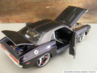 1970 Dodge Challenger R / T 1/24