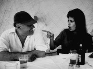 Actress Sophia Loren Humorously Berating Husband, Carlo Ponti, While Dining in Restaurant Premium Photographic Print by Alfred Eisenstaedt