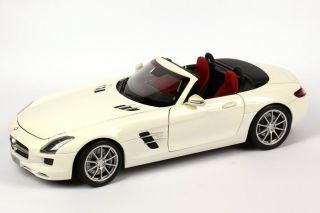18 Mercedes Benz SLS AMG Roadster (R197) mystic weiß 2 met. (MB)