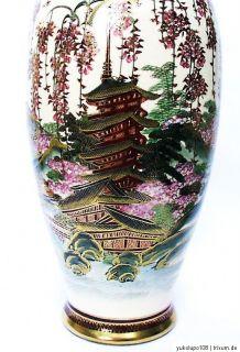 Vase, Satsuma, Kazan, cherry blossom decoration, Japan 1920, Taisho