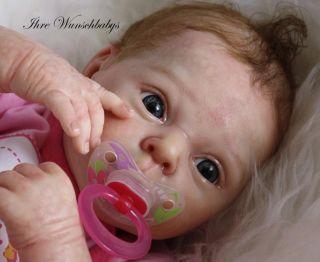 Eva ist ein hübsches ,sehr zartes Baby.Da er ein Neugeborenes ist,