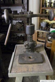 alte kleine antike Spindelpresse Prägemaschine Stanze