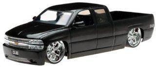 2002 Chevy Silverado Diecast Model Truck   118 Scale