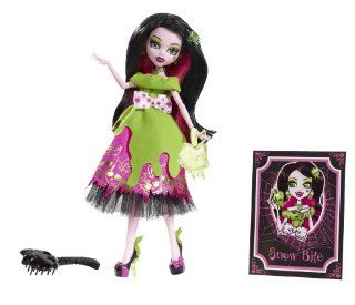 Monster High Snow Bite Draculaura: Toys & Games
