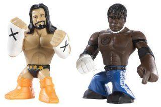 CM Punk & R Truth Figuren   WWE Rumblers Spielzeug