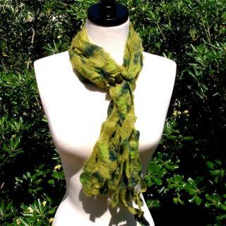 Merino Wool Green Beaded Ring Felt Scarf (Chile)