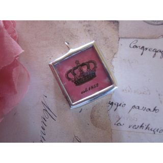 Anna & Rose Monogrammed Vintage Crown Necklace