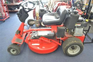 Snapper 7800785 28 12 5HP Hi Vac Rear Engine Riding Mower